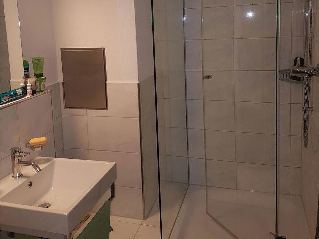 heimelige maisonette dachwohnung 2 5 zimmer inkl. Black Bedroom Furniture Sets. Home Design Ideas